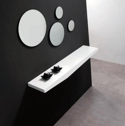 Recibidor en blanco estilo minimalista