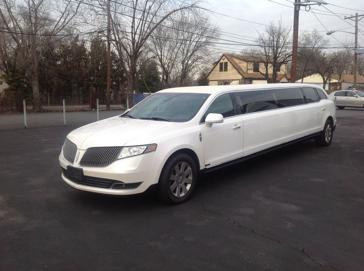 very low miles 2016 Lincoln MKT limousine