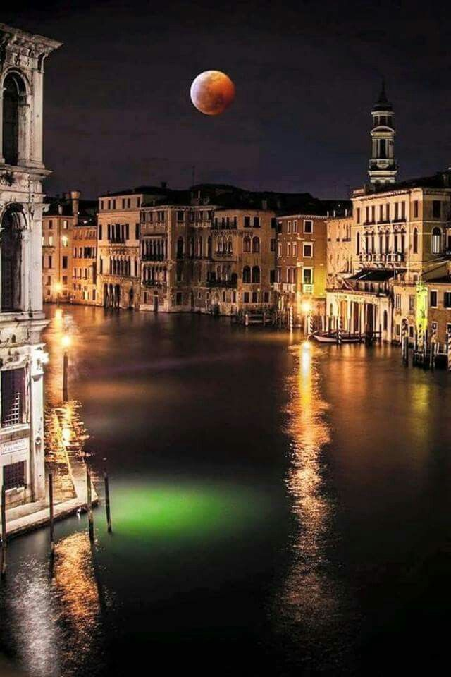 Blood moon over Venice