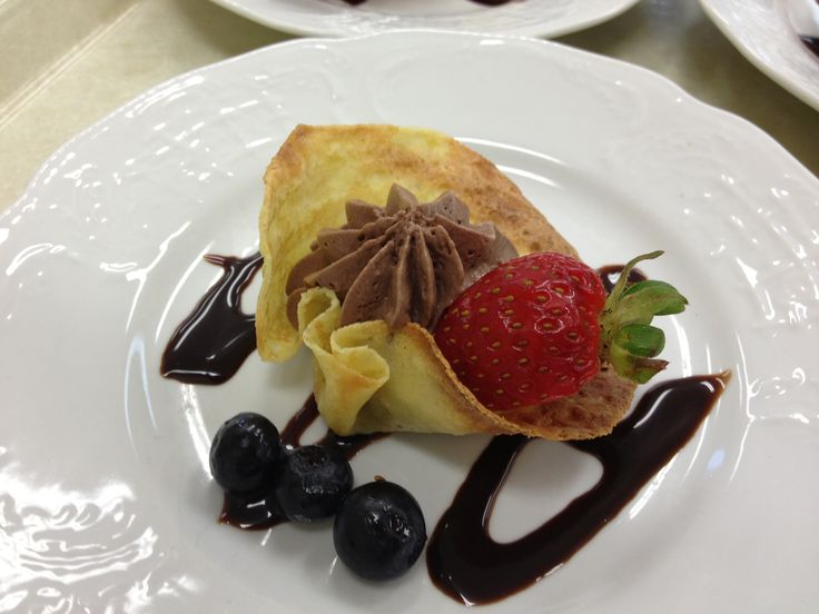 Fried crepe filled with chocolate mousse.