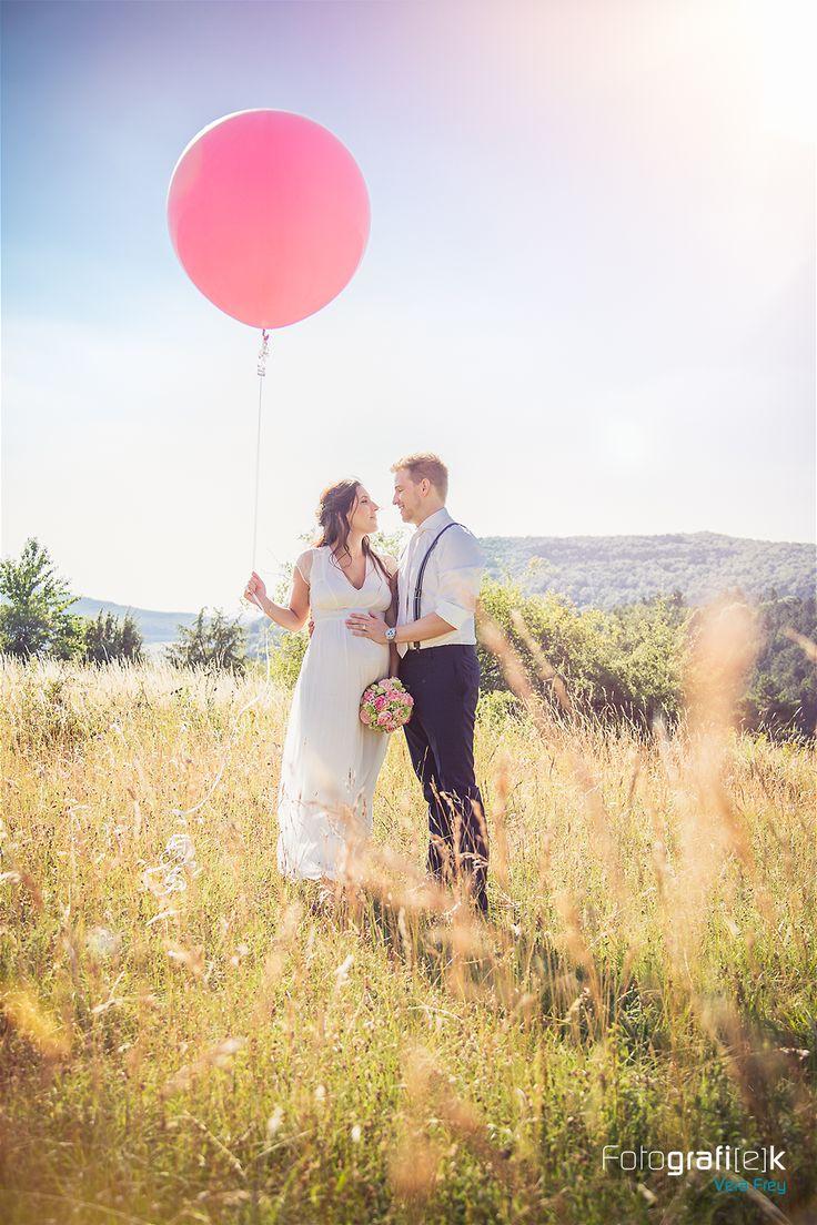 """""""Love is in the Air"""" mit diesem XXL Luftballon schweben die beiden auf Wolke sieben"""