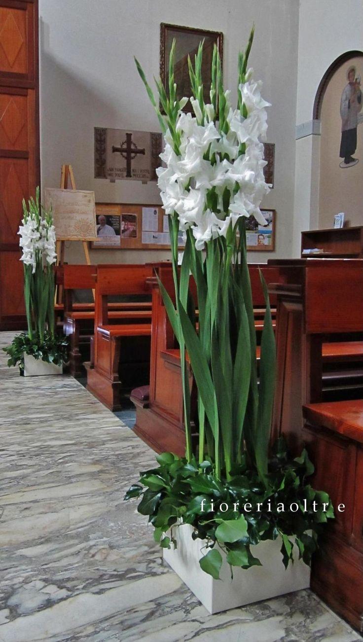 Fioreria Oltre/ Wedding ceremony/ Church wedding flowers/ Pew decoration/ White gladiolus  https://it.pinterest.com/fioreriaoltre/fioreria-oltre-wedding-ceremonies/