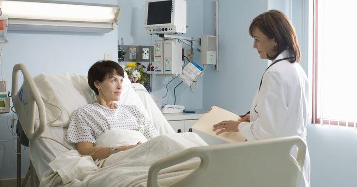Miomas uterinos e constipação intestinal . Os miomas uterinos (ou fibroides uterinos) são tumores benignos (não cancerosos) no útero de uma mulher, mais suscetíveis de ocorrer durante seus anos férteis. Os miomas podem causar constipação intestinal e outros sintomas que podem ser tratados por um médico.