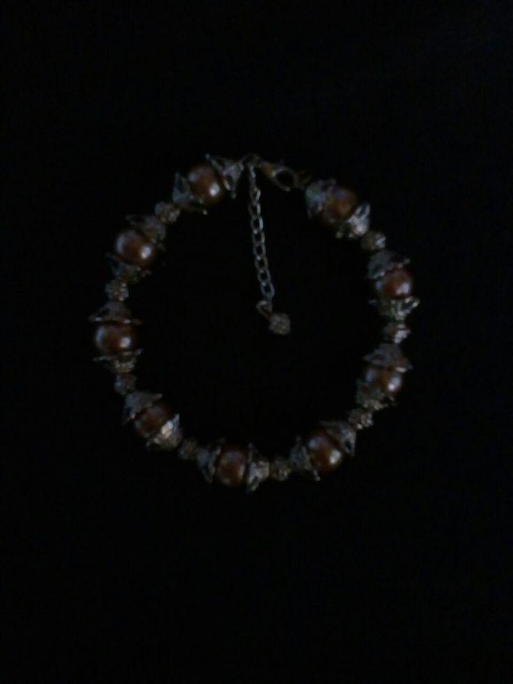 Pulsera de perlas y adornos