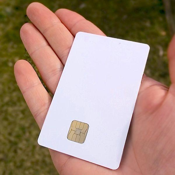 tarjeta con chip incrustado, la smartcard o tarjeta inteligente se puede utilizar para cientos de aplicaciones, algunos ejemplos son tarjetas de credito, tarjetas de debito, membresias, certificados de regalo, monedero electronico, pases o tarjetas para controles de acceso, en estos y otros ejemplos en http://autecno.com le ayudamos en sus proyectos