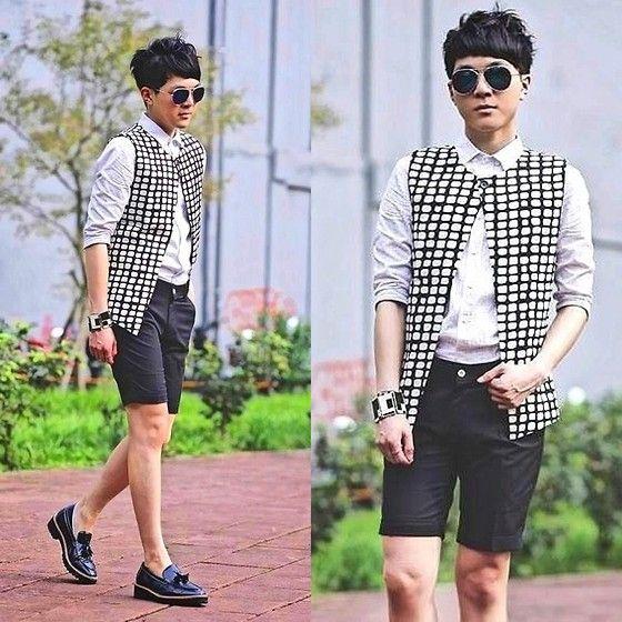 Zara Shirt, Dresscode Shorts, Vanger Shoes, Plain Me Vest