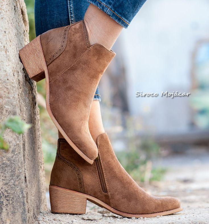 Los botines siguen siendo una opción ideal para casi todo el año. Las botas Lyon son cómodas y versátiles, además de fáciles de combinar con pitillos, leggings, vestidos, shorts o tus jeans favoritos.  #boots #botines #botas #modaespañola #new #fashion #style #tendencias #2018 #moda  WEB: www,indalas.com