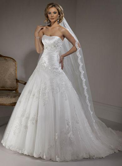 Fashionable Strapless Natural waist Net wedding dress