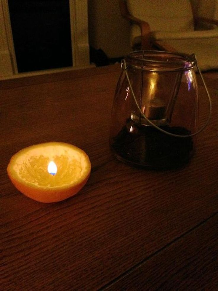 Van een sinaasappel een kaars maken.