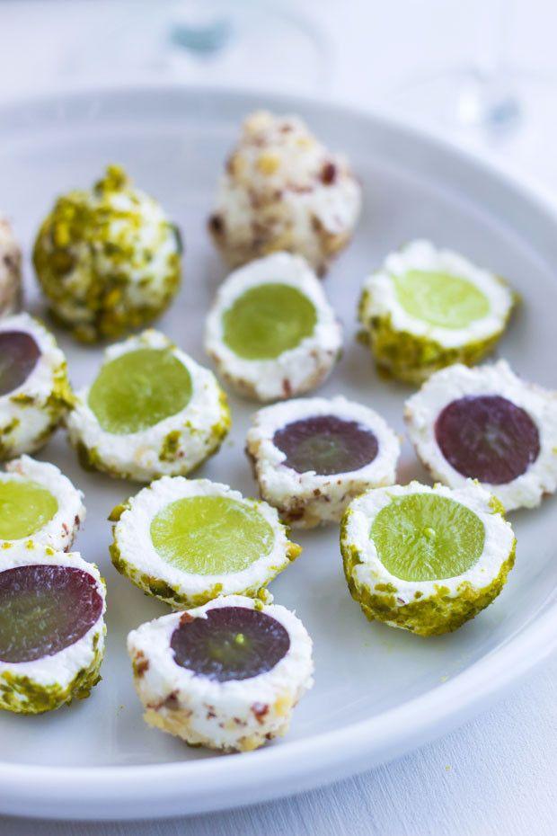 bolinhas de uvas com queijo de cabra e avelãs, um aperitivo...