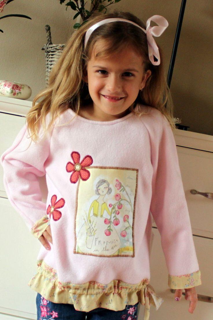 něžná víla ...mikina Něžná mikina z růžového fleece s aplikací květů a víl. dále je mikina dozdobena krásnou korejskou látkou v délce mikinky je řasení pomocí ozdobné stužky :-))) Vel...116 ráda Vám přeměřím .-))) později vyfotím na modelce Barušce která je momentálně ve školce:-))))
