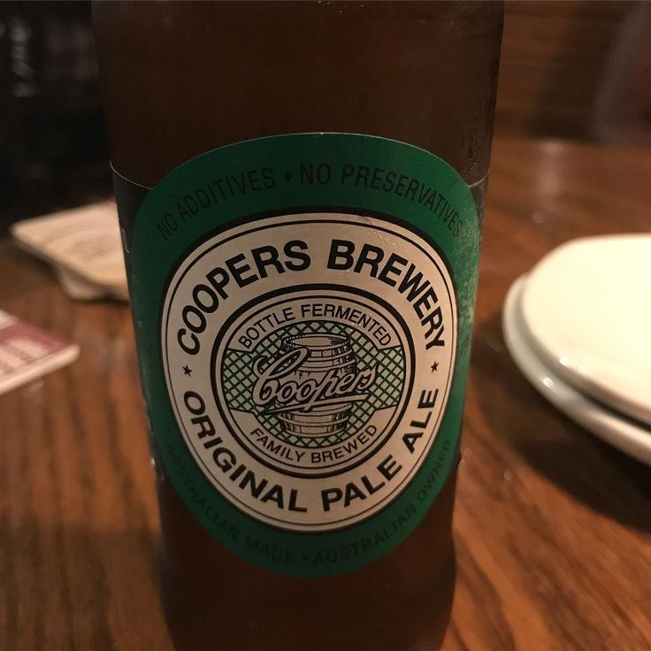 Dope impromptu dinner with the family at @outback Was even able to stay well within my macro nutrient limits for the day gotta stay in my abs challenge. Enjoyed this solid Australian pale ale from @coopersbrewery . . #beer #aussie #aussiebeer #coopers #outback #outbacksteakhouse #thursday #nightout #dinnerout #operationdinnerout #steak #fridaysoon #beersofinstagram #beerphoto #instabeer