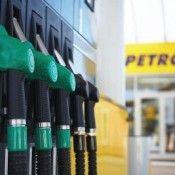 OMV Petrom ieftineşte de mâine motorina şi benzina