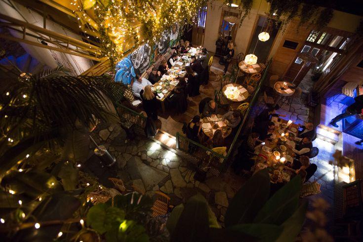 Μια βραδιά με μεξικάνικες γεύσεις και αρώματα στο Coyoacan υπογεγραμμένη από τον chef Σταμάτη Λουμουσιώτη που ζει και εργάζεται χρόνια τώρα στο Λονδίνο. Δίπλα στα πιάτα κοκτέιλ βασισμένα στην εξαιρετική τεκίλα Don Julio από τον Σπύρο Κερκύρα.