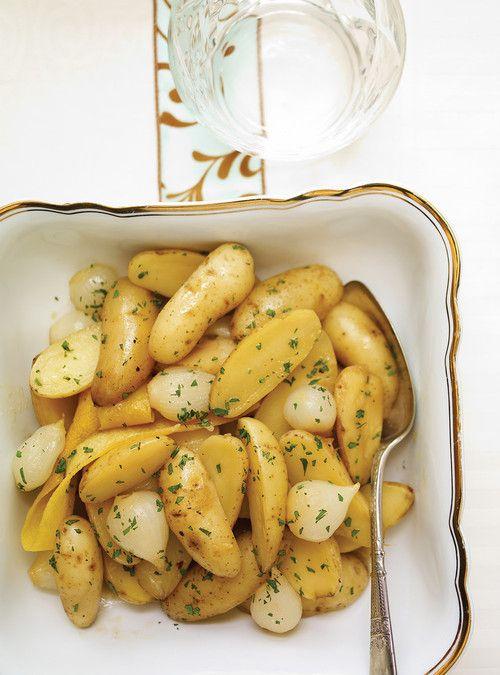 Plat de pommes de terre rattes et oignons