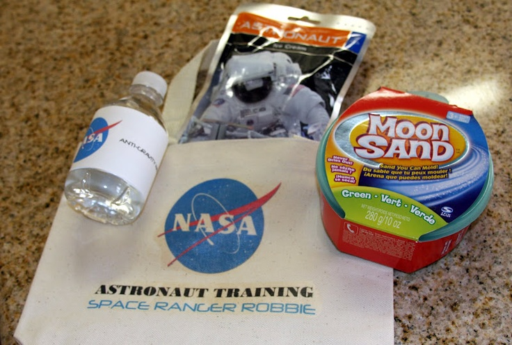 Wow, a NASA birthday party.  I don't know if this should be for my husband or for our kid.  So cool.