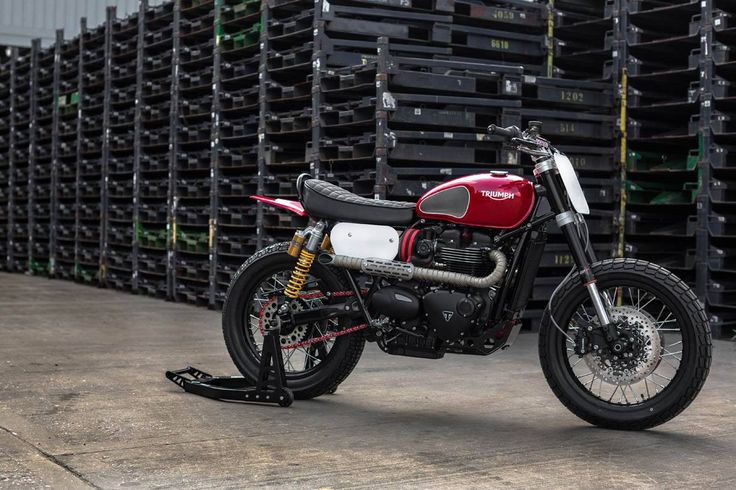 Legendary racer Carl Fogarty will soon be hitting the dirt track with this heavily modified Thruxton R tracker, built by Triumph Motorcycles UK. It's got a a race engine map, 19-inch rims, Öhlins suspension and a damn fine paint job. Who would like to see a road-legal version of this beauty?