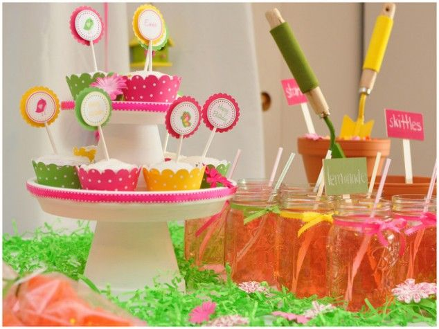cute for a spring, garden, or Max & Ruby party: Spring Gardens, Ruby Parties, Spring Parties, Colors Schemes, Parties Ideas, Cupcakes Display, Gardens Parties, Bright Colors, Cupcakes Stands