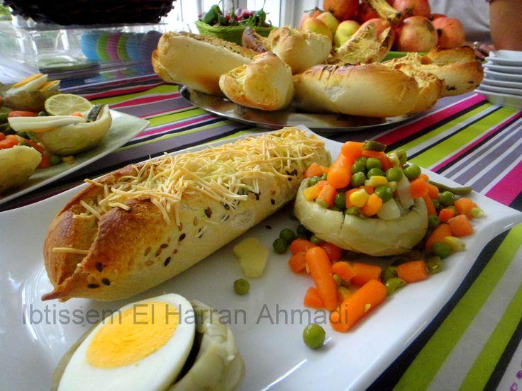 Sandwich chaud fait maison#basilic#petits pains#baguette#œufs#fromage#ricotta#jambon de poulet#goûter#collation#