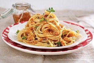 Spaghetti mit Paprika-Blitzpesto