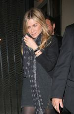 Jennifer Aniston arrived at Reese Witherspoon's 40th Birthday Party http://celebs-life.com/jennifer-aniston-arrived-reese-witherspoons-40th-birthday-party/  #jenniferaniston Check more at http://celebs-life.com/jennifer-aniston-arrived-reese-witherspoons-40th-birthday-party/