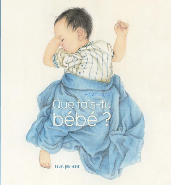 """Que fais-tu bébé ?, Zhihong He : Rythmé par la question """"que fais-tu bébé ?"""", cet album illustre les moments phares de la journée : bébé porté, à la découverte du monde, bébé rêvant, riant, câlinant, jouant, mangeant, bébé qui s'endort enfin, les yeux dans les étoiles… Il nous montre que tous les bébés, quels qu'ils soient et d'où qu'ils viennent, ont les mêmes besoins, à travers des sentiments, des attitudes, des expressions universels"""