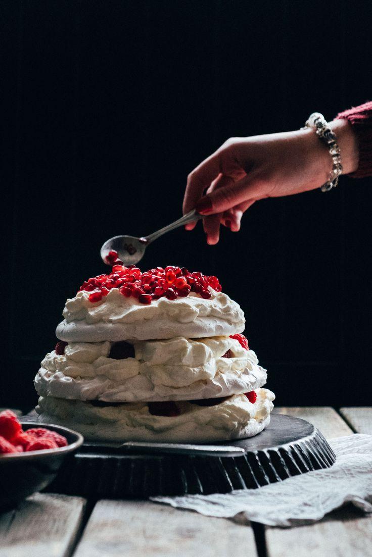 dessert christmas- dessert voor kerstmis- recept voor pavlova- recipe pavlova- https://mylucie.com/2017/12/06/recept-pavlova-met-rood-fruit-en-bosbessen/
