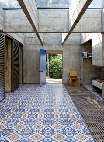 Paulo Mendes da Rocha house in Brazil / Contemporary Concrete Building / Oriental Floor Tiles /