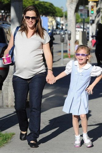 Super casual off-duty look for Jennifer Garner