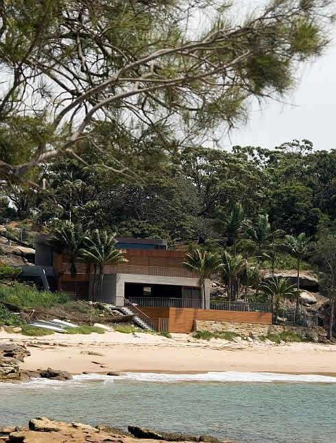 Beach house in Bundeena Austrailia by Clinton Murray http://www.clintonmurray.com