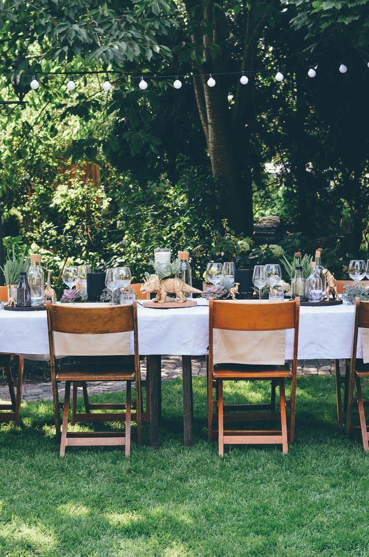 Annies garden wedding decor / succulents / Dinosaur / Decor Idear / Hochzeitsdeko / Sukulenten / Dinosaurier / Ikea Sinnerlig / low budget / Wedding cake All Pictures: http://todayis.de/annies-hochzeitsdeko/