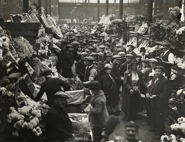 Floral Hall Covent Garden Market 1910. This is now London's Transport Museum .