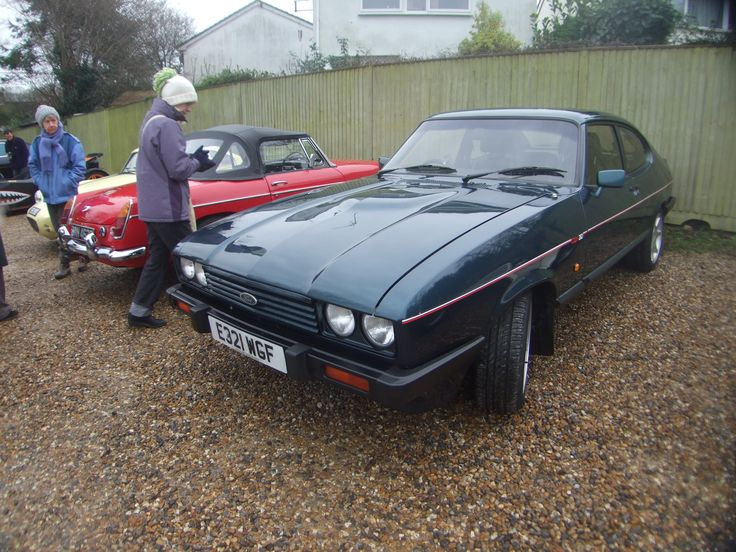 1987 Ford Capri 280 Brooklands - New Years Day 2016 - The Phoenix Pub at Hartley Wintney on the A30 Hampshire.