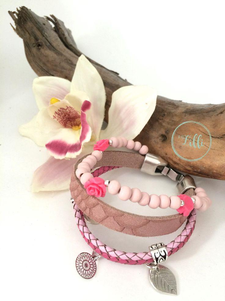 Zomerse roze armband. Deze armband is binnenkort te koop in onze webshop. @A bit of Lilli @studiopollewop #armband #summertime #handgemaaktesieraden #bracelet # handmadejewelery #armcandy # fashionaddict #instastyle #bohostyle #jewelerygram #summerbracelet #zomerarmbanden #gypsy #leather #ibizastyle #beautiful #mooi #leer #stijl #kralen #boho #rose #pink #roze #roos