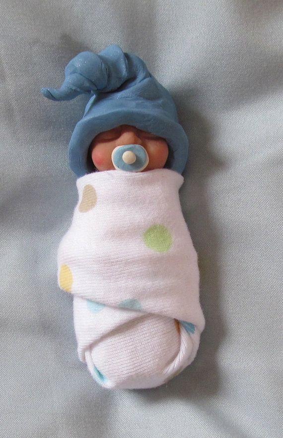 Mano Sculpted arcilla Baby con sombrero de Elf y chupete: paquete de bebé, arcilla polimérica