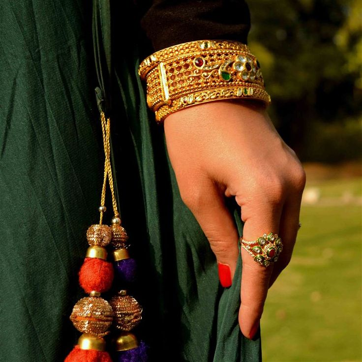 Gold is an integral part of Indian religious and cultural beliefs handed down over generations as #FutureHeirlooms. That Delhi Girl decks herself out with auspicious jewellery from the Neelkanth Jewellers. #LoveGold