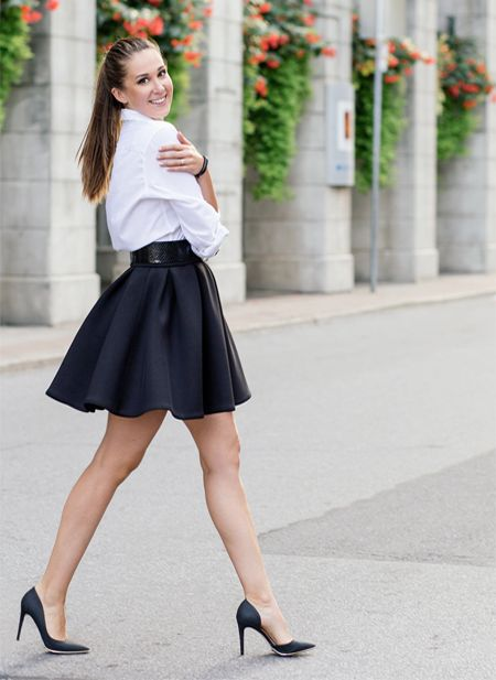 The Charlotte neoprene skirt is the ideal girly shape skirt. It is made from flawless neoprene which perfectly holds its shape and structure. Straight away this skirt makes you look classy and fabulous. Wear it with blouse and heels and you will be impossible not to notice.