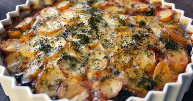 Försvinnande god laxpudding som görs på både färsk och gravad lax. Lite grönkål i gör hela grejen! Servera med grön sallad och skirat smör.