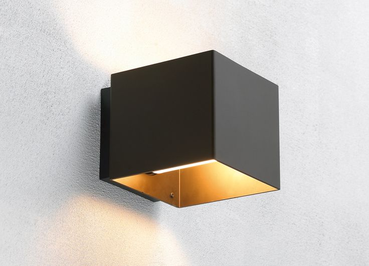 Welcome outdoor wall lamp - black. Also available in white, alu and bronze