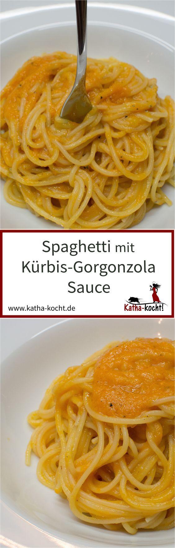 Diese Spaghetti kommen mit einer wahnsinnig kräftigen, würzigen Kürbis-Gorgonzola Sauce auf den Teller. Durch den Kürbis hat das Ganze aber gleichzeitig eine feine, süßliche Note. Das Rezept für diese leckere Pasta gibt es auf katha-kocht!