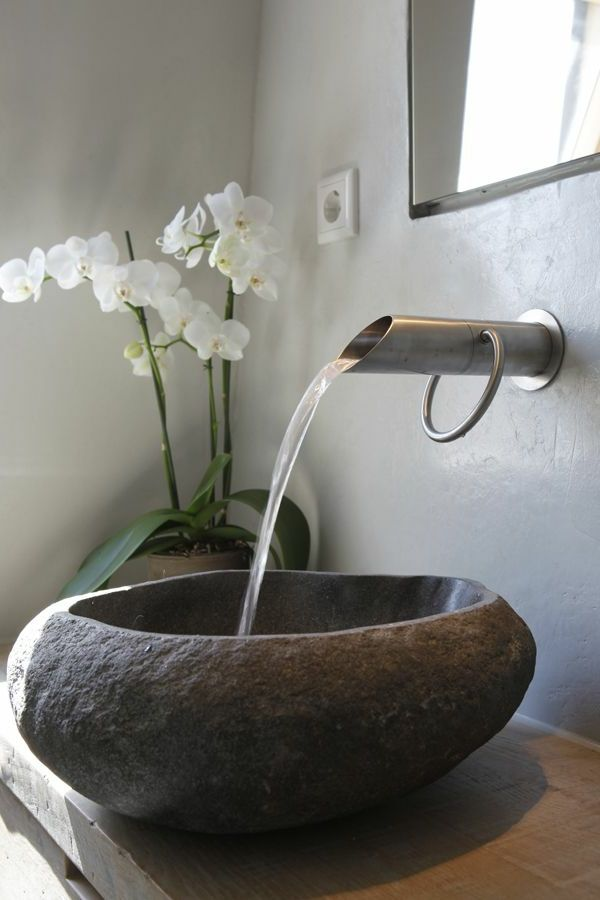 vasque en pierre et robinet en acier