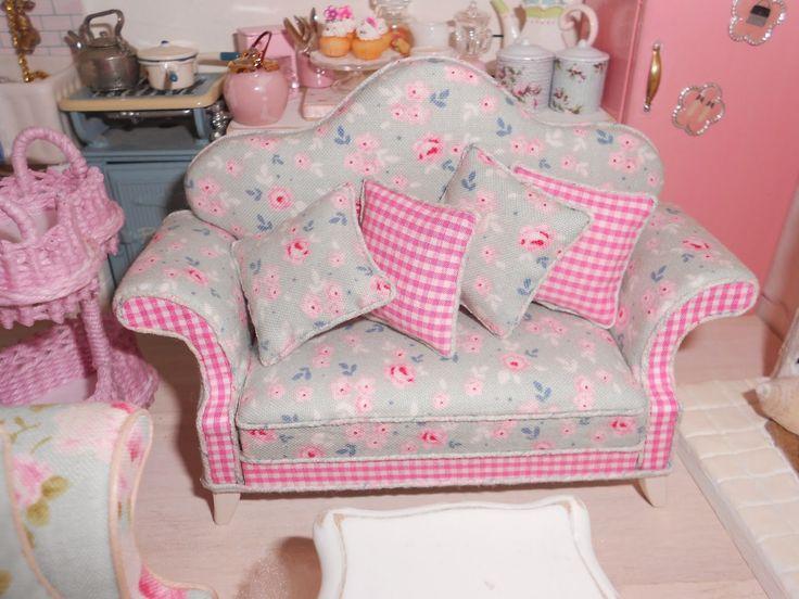 Love this shabby chic sofa
