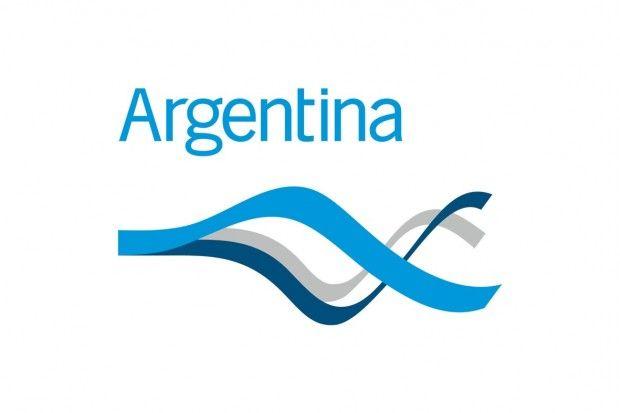 Argentina  Realizado en 2006, y elegido mediante concurso abierto, el logo de la marca país de Argentina, nos presenta un estilo bastante serio con los colores de la bandera, y una tipografía básica paloseco. Muy sobrio y adecuado.  Más información: http://www.argentina.ar/_es/marca-argentina/