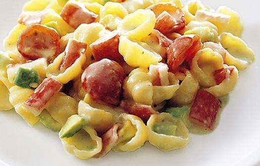 Gnocchit taskurapujen, tomaattien ja avokadon kera