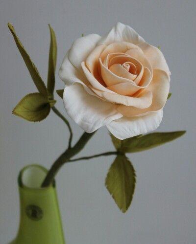 Кремовая роза из фоамирана