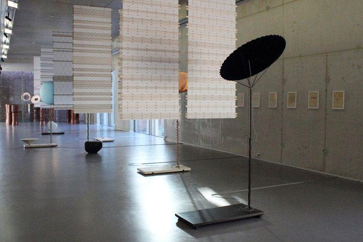 Studio Wieki Somers // Ongewoon Gewoon // Museum Boijmans van Beuningen // fotografie @tantekee #dutchdesign   Bushido als inspiratibron voor collectie Mitate - zeven lampen waarin hightech materialen zijn gecombineerd met traditie en ambacht.