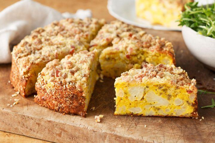 Cheesy cauliflower cake with bacon crumble