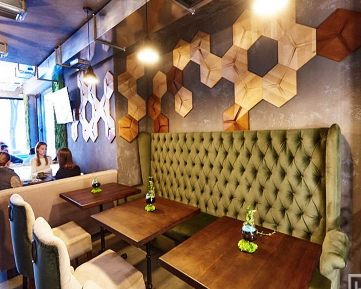 The floral ornaments of the OPTICS HEXAGON panels emphasized the authenticity of the restaurant and acted as a symbolic flower - a vincer.
