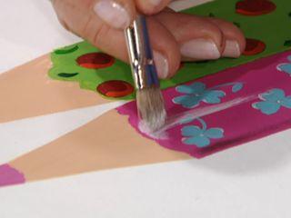Perchero con lápices 4_Proyectar luces en blanco con pincel seco y sombras con pincel angular y media carga de color según el tono de base del lápiz.