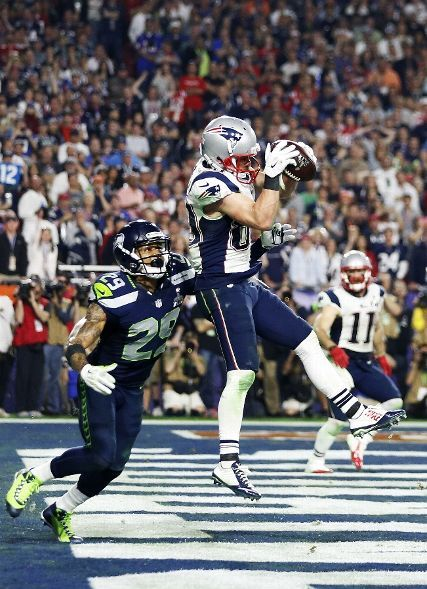 New England Patriots vs. Seattle Seahawks - Danny Amendola #80 of the New England Patriots scores a touchdown against Earl Thomas #29 of the Seattle Seahawks in the fourth quarter during Super Bowl XLIX at University of Phoenix Stadium on February 1, 2015 in Glendale, Arizona. (Photo by Christian Petersen/Getty Images)